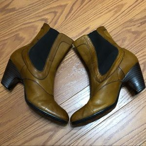 Born W21374 Tan Leather Chelsea Boot Size 7.5